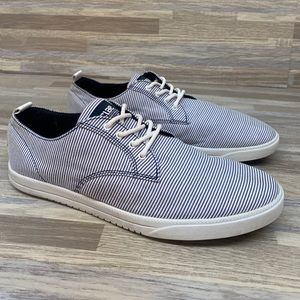 Clae Ellington Sneaker Shoes Sz 8.5 Blue Pinstripe